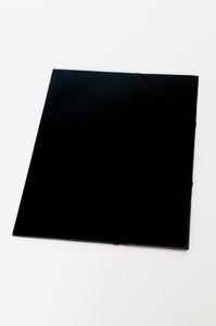Kulmalukkokansio läpillä 108k Musta / 50144